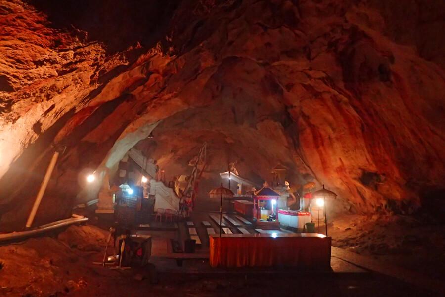 ヌサペニダ 洞窟